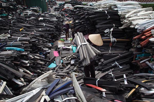 大量橡胶垃圾